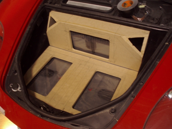 Amplifier layout in trunk. Made simple for easy vehicle maintainance.