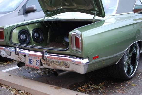 road-runner-custom-trunk-ultra-auto-sound