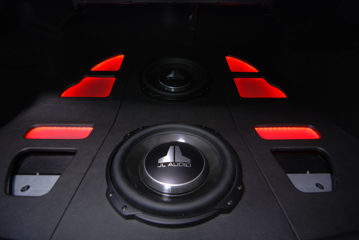 Jl Audio Ultra Auto Sound Page 7 Amp Wiring Two Xd300 1 Amplifiers Used To Keep It A Symmetrical Design