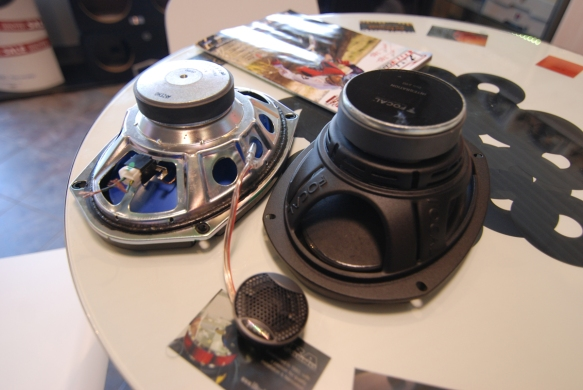 focal-iss690-vs-original-jeep-speaker