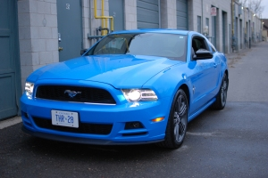 blue-ford-mustang-ultra-auto-sound