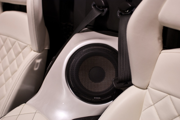 custom-fiberglass-consol-painted-focal-flax-ultra-auto-sound